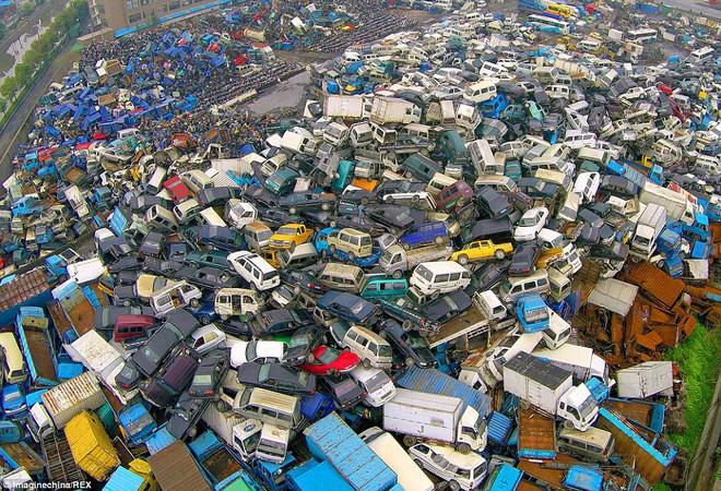2728DD01000005780Sea_of_metal_An_aerial_view_of_a_junkyard_in_Hangzhou_city_Zhejia59_1427818769586