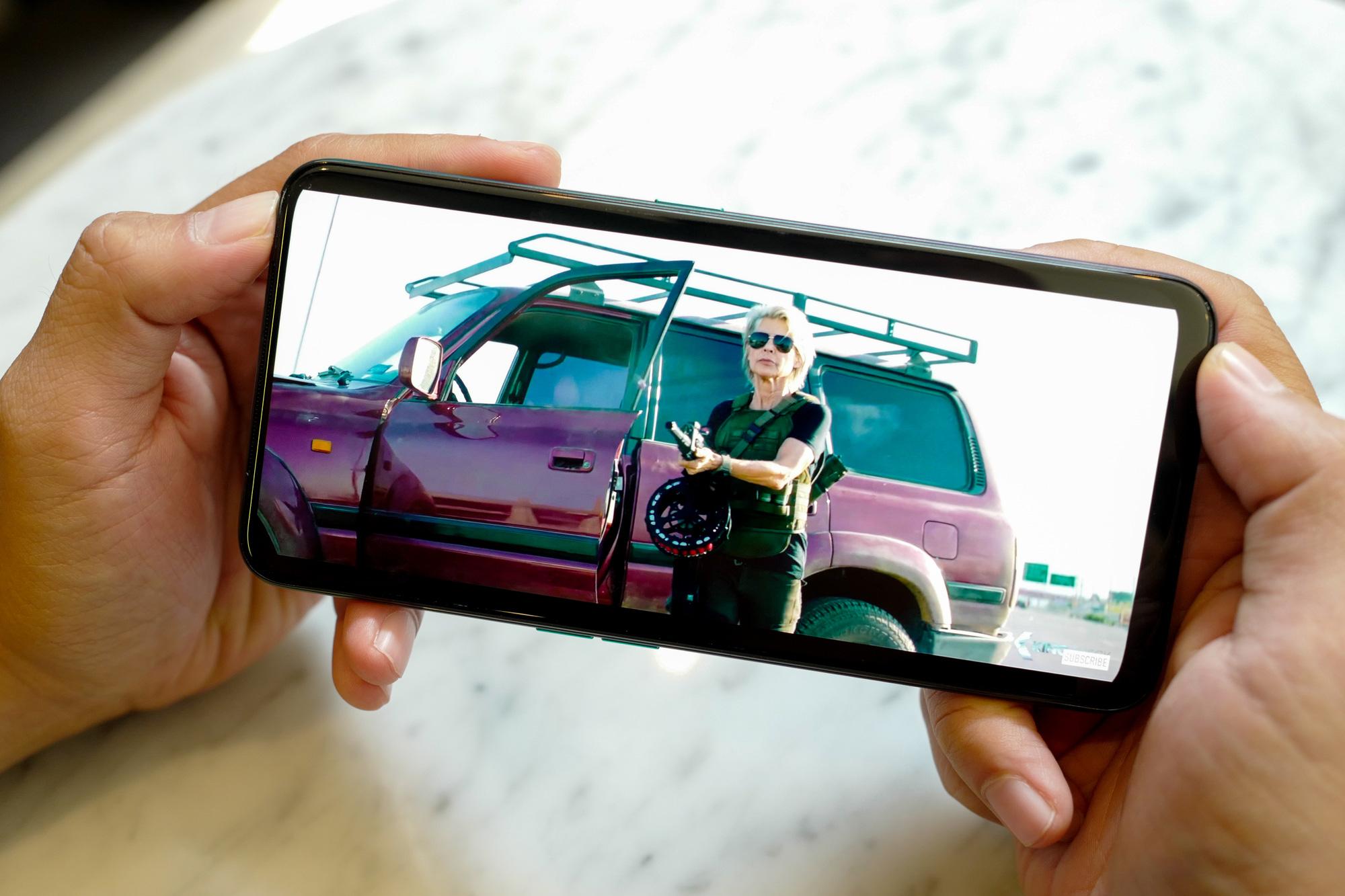 Giá điện thoại 5 camera ngày càng rẻ, từ 7 triệu đồng đã có thể mua được - Ảnh 1.
