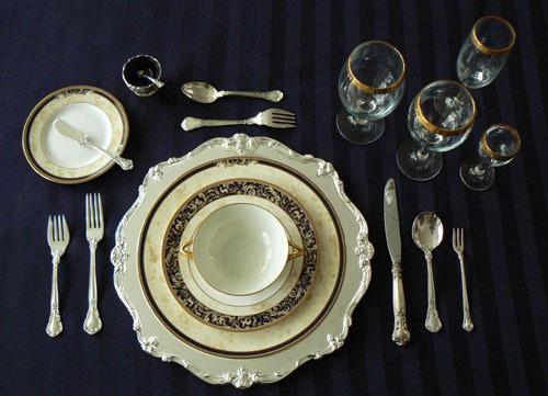 Ẩn ý sau cách xếp dao dĩa trên bàn ăn - Ảnh 8.