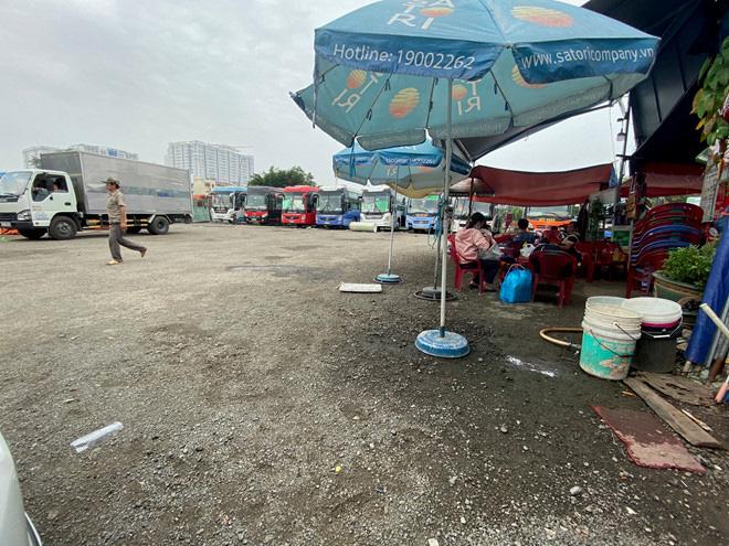 Lấp sông Bình Triệu làm bến xe cóc - Ảnh 3.