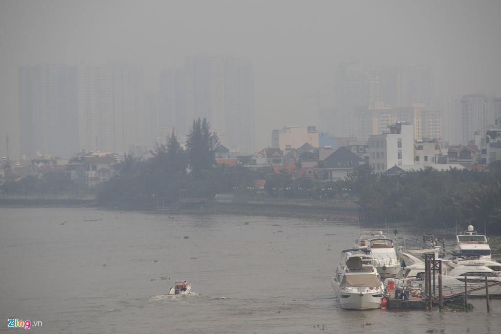 TP HCM trong ngày không khí chạm ngưỡng nguy hại - Ảnh 4.