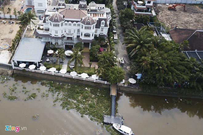 Chủ tịch quận 2 than khó xử công trình chiếm bờ sông Sài Gòn - Ảnh 1.