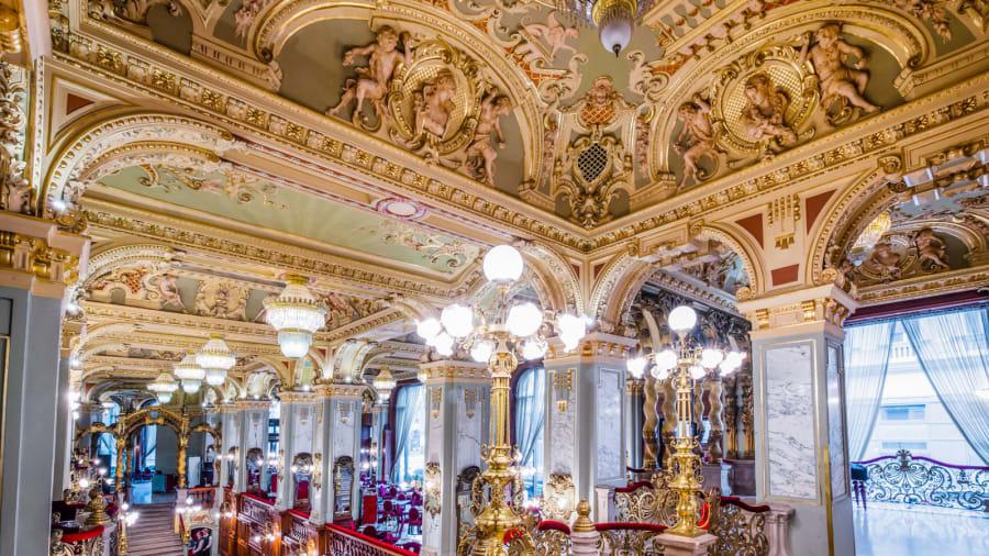 Quán cà phê trăm tuổi nổi tiếng đẹp nhất thế giới - Ảnh 1.