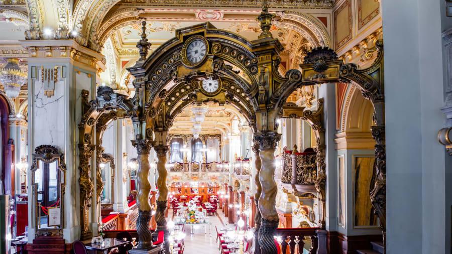 Quán cà phê trăm tuổi nổi tiếng đẹp nhất thế giới - Ảnh 2.