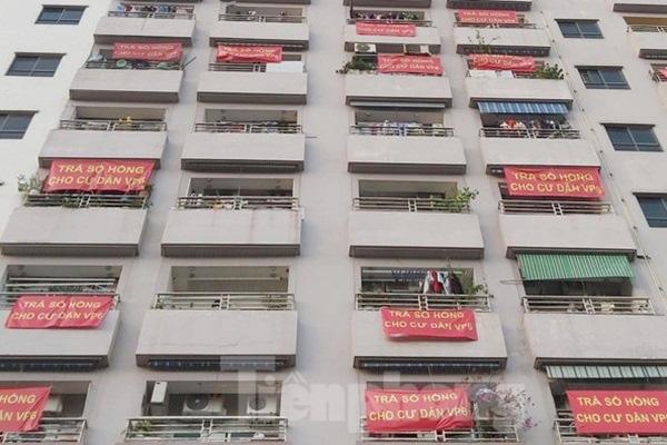 Cư dân nhiều chung cư buông bỏ chuyện đòi sổ hồng - Ảnh 1.