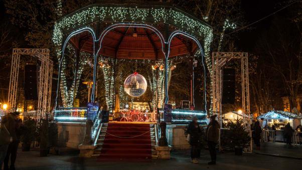 Các chợ Giáng Sinh tuyệt vời nhất ở Châu Âu - Ảnh 8.