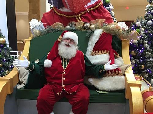Muôn vẻ 'nghề ông già Noel' ở Mỹ - Ảnh 1.