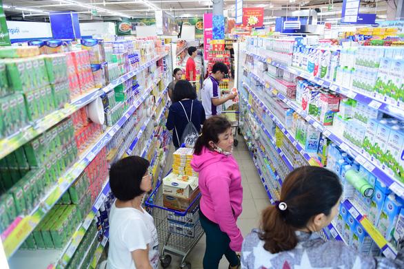 Vốn hóa Vinamilk bốc hơi hơn 5.573 tỉ đồng vì tin đồn về nguyên liệu sữa - Ảnh 1.