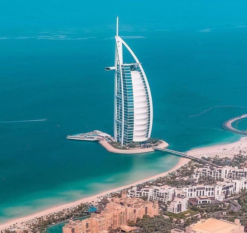 Li cà phê phủ vàng 24k tại khách sạn 7 sao xa xỉ nhất thế giới ở Dubai - Ảnh 2.