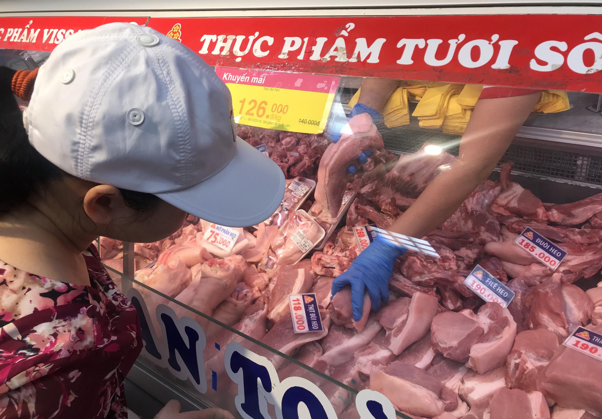 Giá thịt heo tăng cao, TP HCM yêu cầu ổn định giá cuối năm và Tết Nguyên đán Canh Tí 2020 - Ảnh 1.