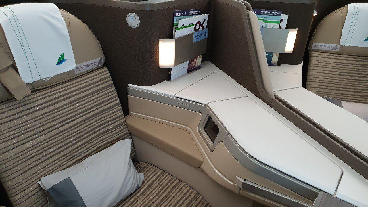 Cận cảnh siêu máy bay thân rộng Boeing 787-9 đầu tiên của Bamboo Airways - Ảnh 5.