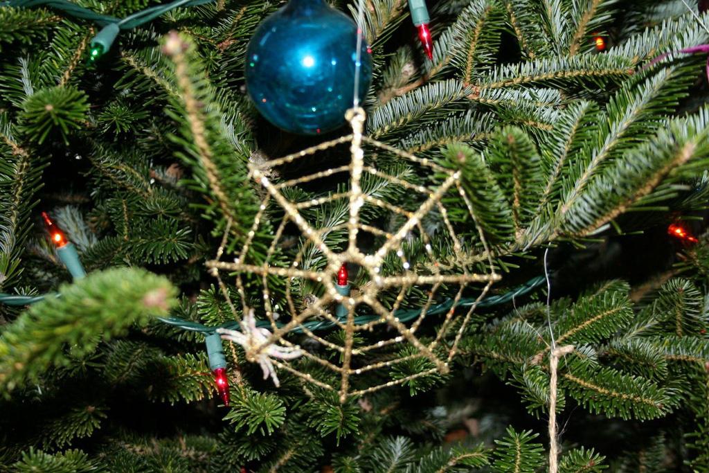 Giấu chổi và những phong tục đón Giáng sinh kì lạ - Ảnh 5.