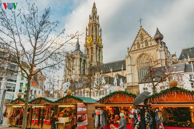 Không khí Noel rộn ràng tại các thành phố, làng cổ châu Âu - Ảnh 12.
