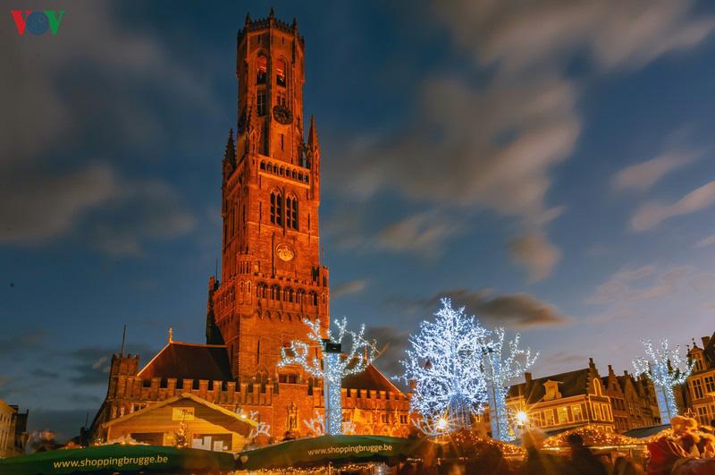 Không khí Noel rộn ràng tại các thành phố, làng cổ châu Âu - Ảnh 14.