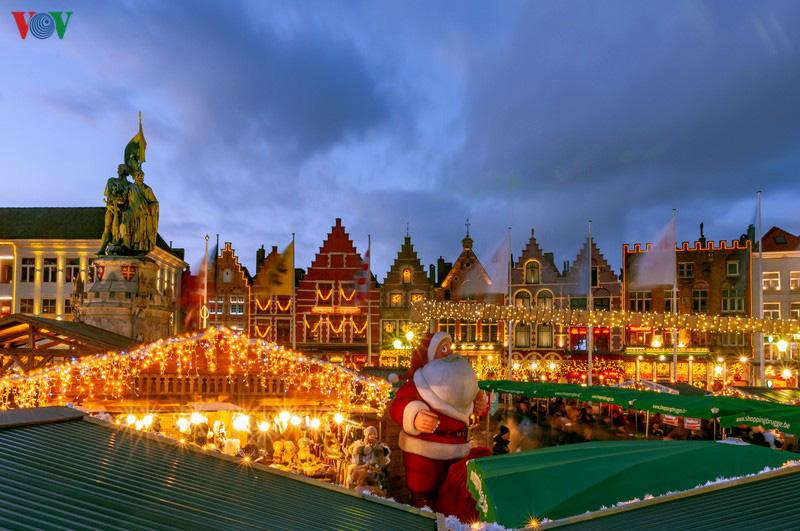 Không khí Noel rộn ràng tại các thành phố, làng cổ châu Âu - Ảnh 15.