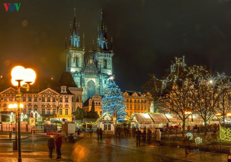 Không khí Noel rộn ràng tại các thành phố, làng cổ châu Âu - Ảnh 19.