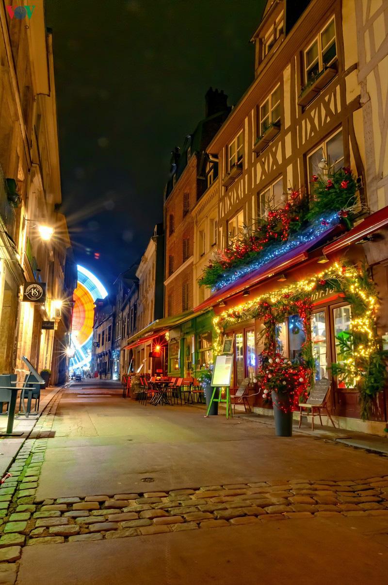Không khí Noel rộn ràng tại các thành phố, làng cổ châu Âu - Ảnh 4.