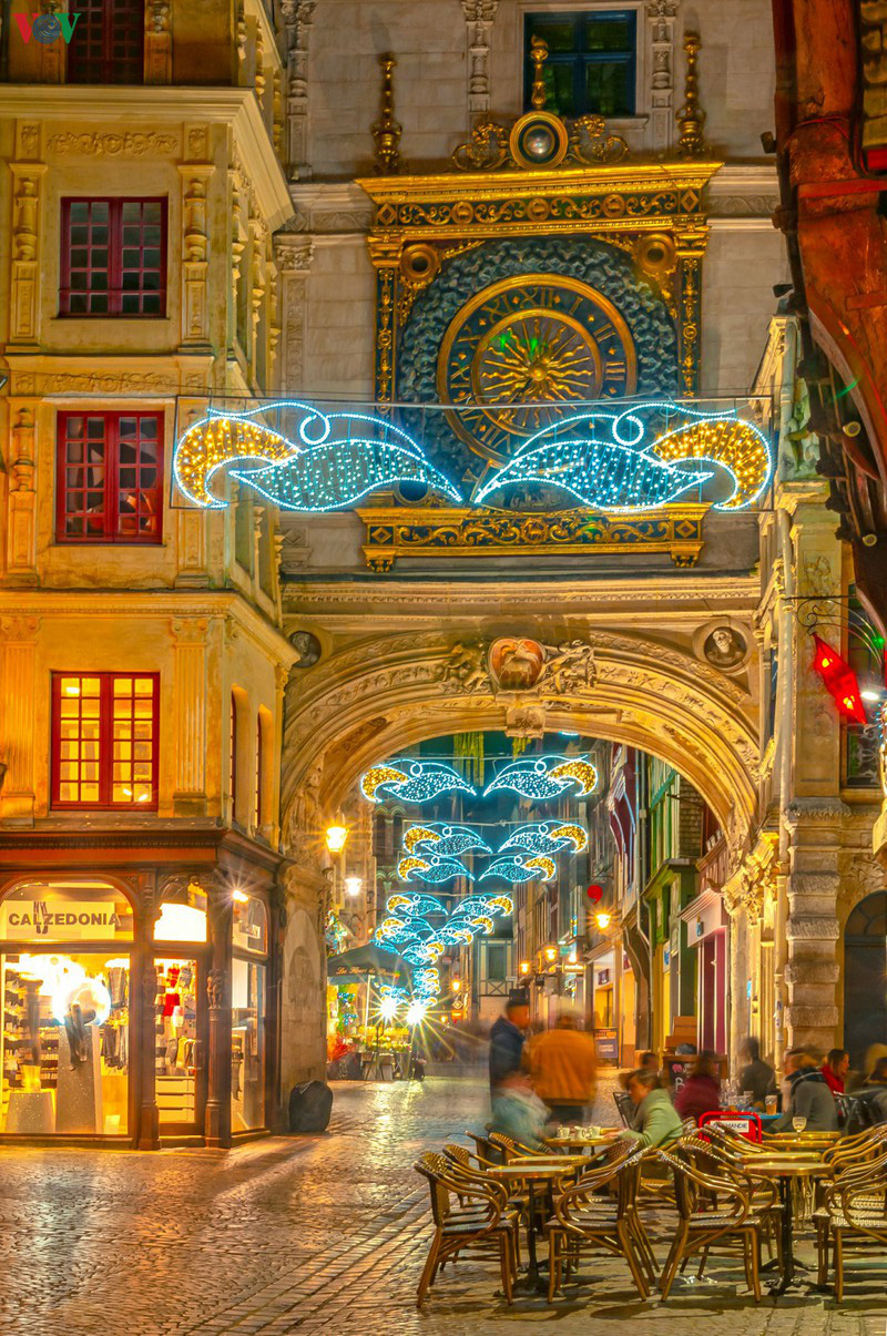 Không khí Noel rộn ràng tại các thành phố, làng cổ châu Âu - Ảnh 5.