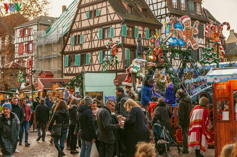 Không khí Noel rộn ràng tại các thành phố, làng cổ châu Âu - Ảnh 6.