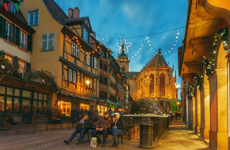 Không khí Noel rộn ràng tại các thành phố, làng cổ châu Âu - Ảnh 9.