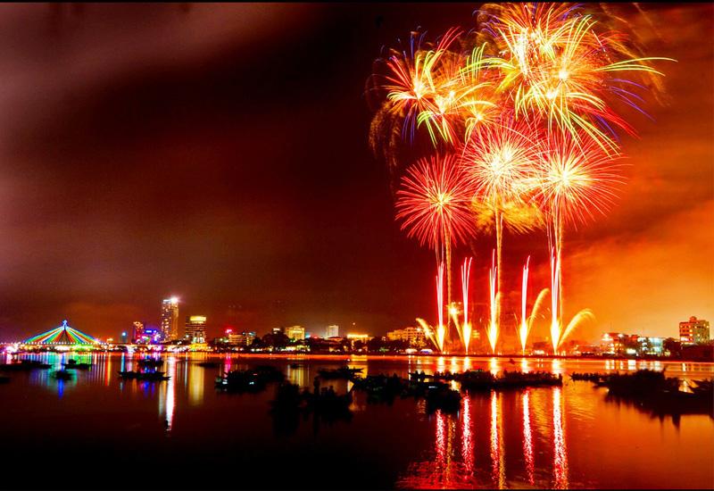 Những địa điểm lí tưởng để ngắm pháo hoa đón Tết Dương lịch 2020 tại Đà Nẵng - Ảnh 1.