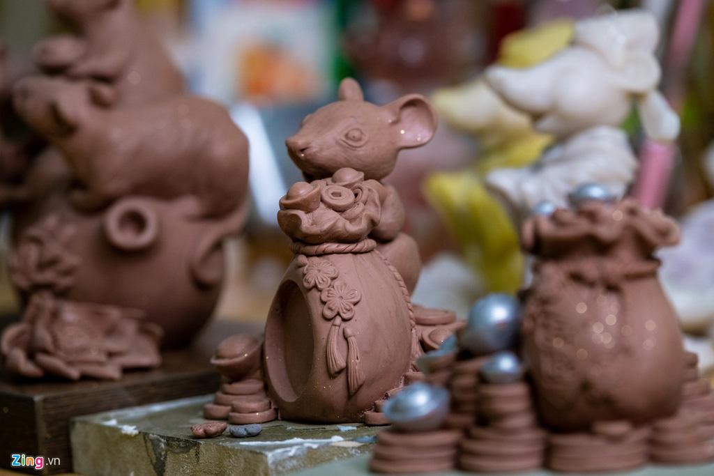 Chuột dát vàng thủ công tiền triệu đón Tết Canh Tí - Ảnh 2.