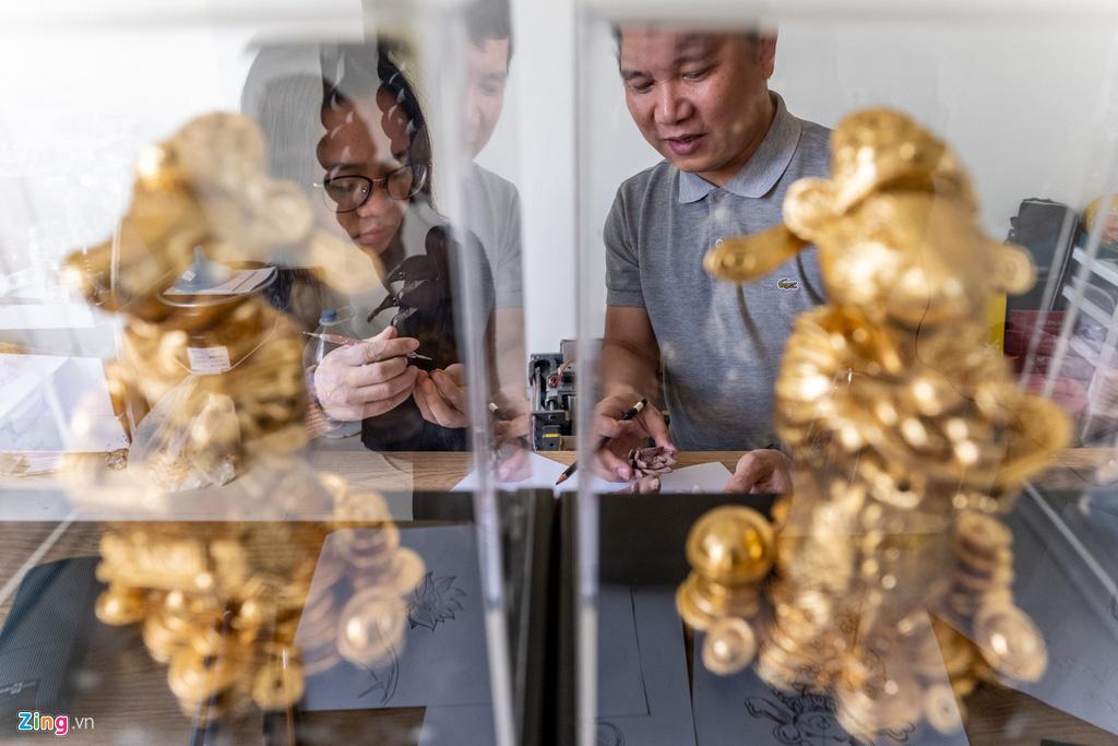 Chuột dát vàng thủ công tiền triệu đón Tết Canh Tí - Ảnh 8.