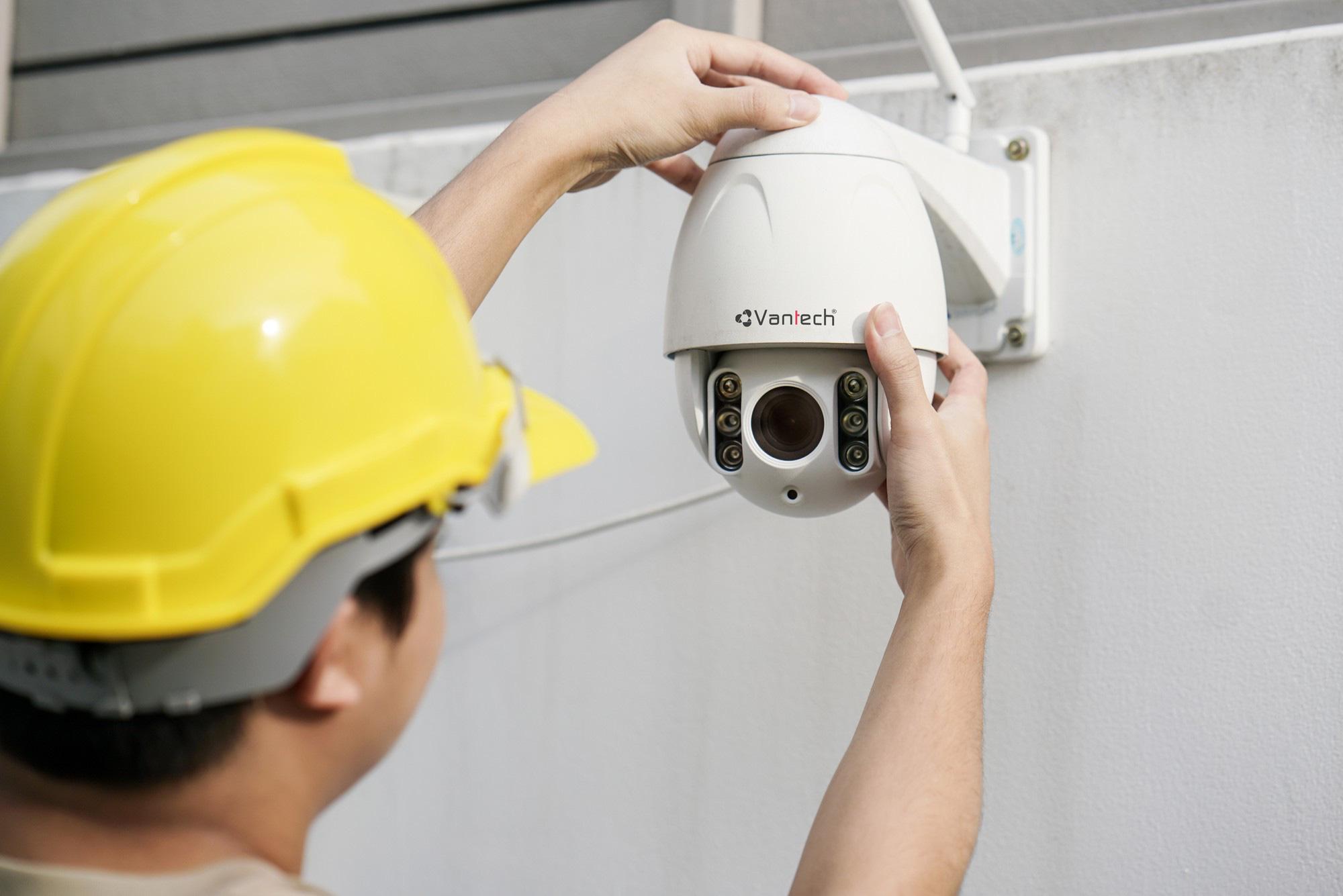 Người dùng cần làm gì để tránh bị camera an ninh 'giám sát' lại chính mình? - Ảnh 1.