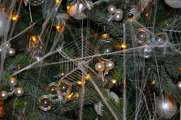 Những phong tục Giáng sinh kì lạ trên thế giới - Ảnh 4.