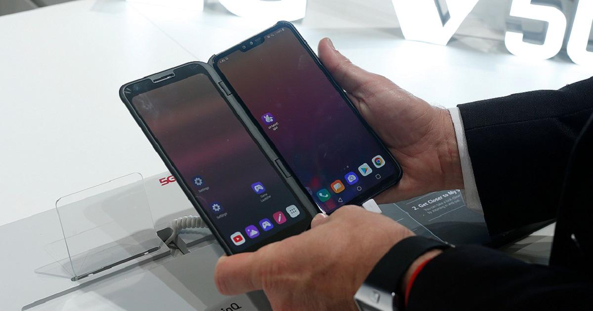 LG đối đầu Samsung Galaxy Fold với điêu điện thoại 5G màn hình đôi V60 ThinQ - Ảnh 1.