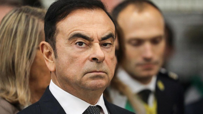 Cựu chủ tịch Nissan chui vào thùng, trốn khỏi Nhật Bản - Ảnh 1.