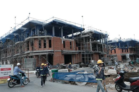Chủ tịch Nguyễn Thành Phong nói về 110 biệt thự xây chui - Ảnh 1.