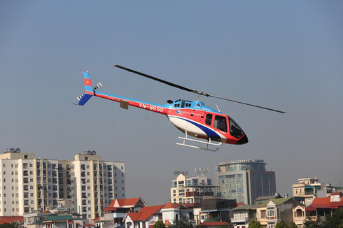 Kỳ thú bay trực thăng ngắm sông Hồng, Hà Nội - Ảnh 1.