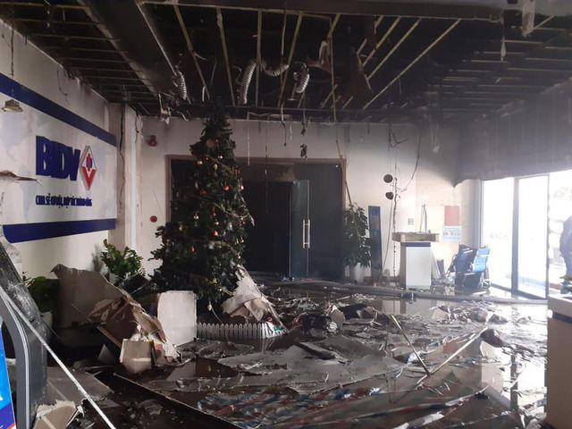 Hà Nội: Cháy phòng giao dịch ngân hàng ngay dưới tầng 1 chung cư - Ảnh 2.