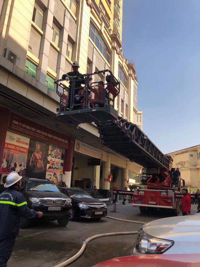 Hà Nội: Cháy phòng giao dịch ngân hàng ngay dưới tầng 1 chung cư - Ảnh 3.