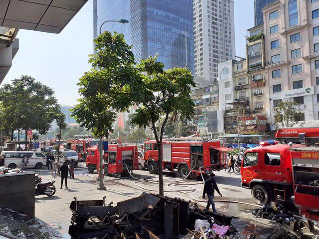 Hà Nội: Cháy phòng giao dịch ngân hàng ngay dưới tầng 1 chung cư - Ảnh 4.