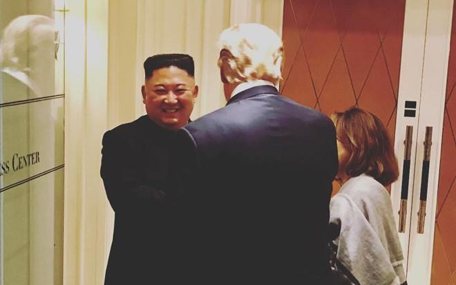 Bất ngờ hình ảnh chia tay sau đàm phán của ông Trump, ông Kim