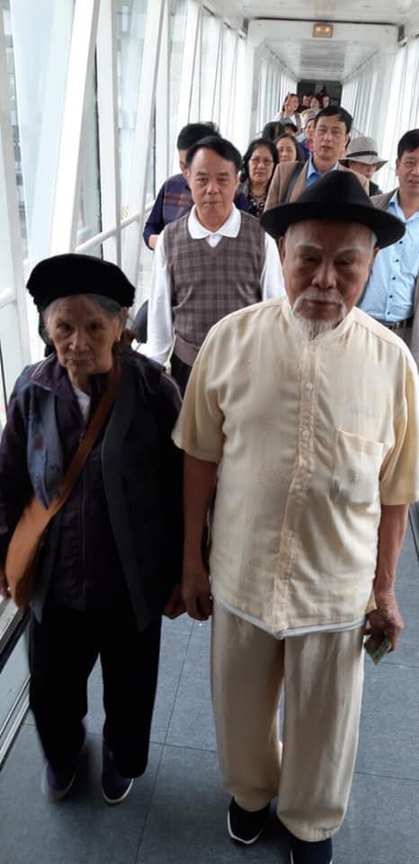 Cụ ông 92 tuổi bao vợ cùng 16 người con đi Đà Lạt - Nha Trang, các cháu chỉ được ở nhà hóng ảnh - Ảnh 1.
