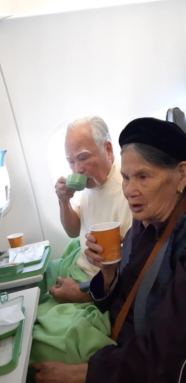 Cụ ông 92 tuổi bao vợ cùng 16 người con đi Đà Lạt - Nha Trang, các cháu chỉ được ở nhà hóng ảnh - Ảnh 2.