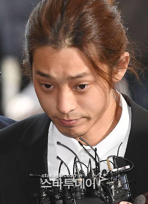 Hé lộ nhiều tin nhắn dơ bẩn kinh khủng trong điện thoại của Jung Joon Young - Ảnh 1.