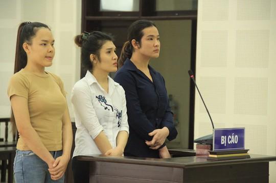 Bộ ba chuyển giới ra Đà Nẵng lập nhóm chuyên trộm tài sản du khách - Ảnh 1.