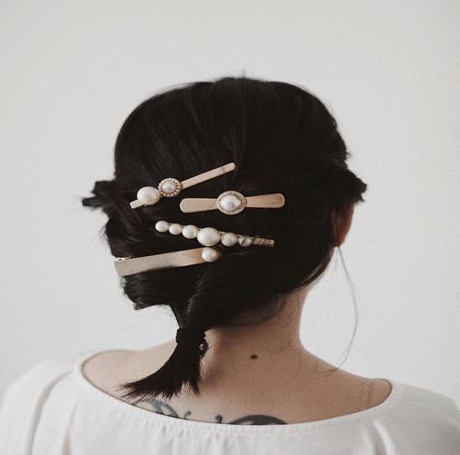 Những mẫu kẹp tóc được Ngọc Trinh, Kỳ Duyên và nhiều mĩ nhân Việt thi nhau sủng ái  - Ảnh 1.
