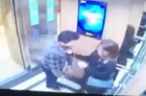Vụ nữ sinh bị sàm sỡ trong thang máy: Hoãn xin lỗi công khai vì đối tượng sợ bị hành hung - Ảnh 1.
