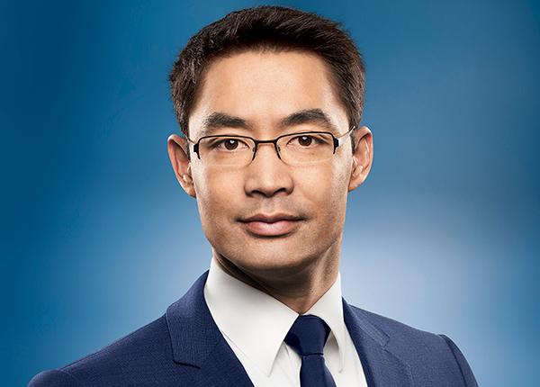 Nguyên Phó Thủ tướng Đức về Việt Nam làm Chủ tịch quỹ đầu tư mạo hiểm của VinaCapital - Ảnh 1.