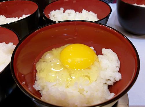 Doanh nghiệp Việt Nam đầu tiên sản xuất trứng gà tươi ăn liền - Ảnh 1.