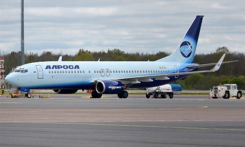 Máy bay Boeing 737 hạ cánh khẩn ở Nga, nghi do sự cố động cơ - Ảnh 1.
