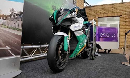 18 siêu môtô điện cháy rụi trước giải đua MotoE 2019 - Ảnh 2.