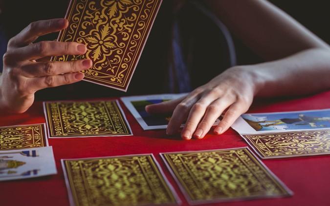 Tử vi tuần mới (18/3 – 24/3) qua lá bài Tarot: Đừng vội kết luận điều gì