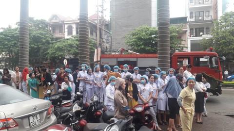 Nghệ An: Dùng 15 xe chữa cháy để dập tắt ngọn lửa ở tổ hợp khách sạn Avata - Ảnh 2.