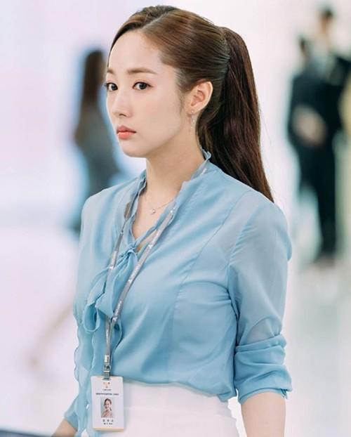 Buộc tóc đuôi ngựa như nào cho sang chảnh như Yoo In Na trong 'Chạm Vào Tim Em' và nàng thư ký Kim trong 'Thư Ký Kim Sao Thế' - Ảnh 11.